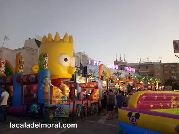 Bart Simpson y Atracciones Infantiles en la Plaza de La Laguna de La Cala del Moral