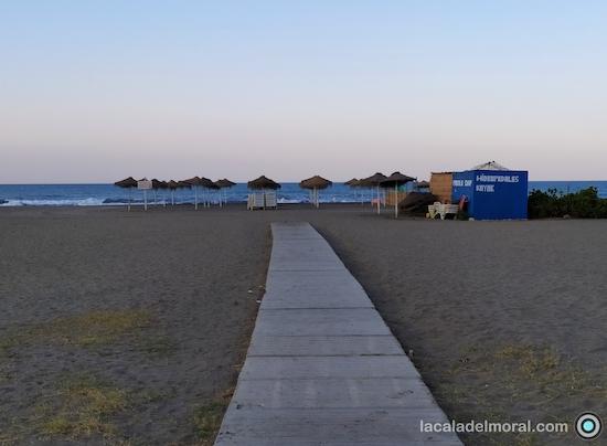 Hamacas del Chiringuito de Playa Chambao de María de La Cala del Moral